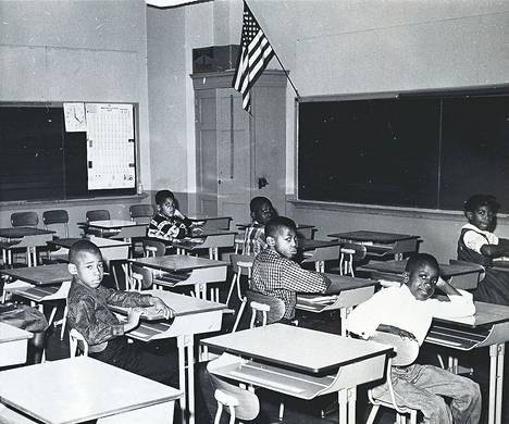 Ylimääräiseksi lomapäiväksi muodostui näiden neekerilasten ensimmäinen koulupäivä aikaisemmin pelkästään valkoisilla lapsille varatussa koulussa Englewoodin kaupungissa, New Jerseyssä. Noin puolet koulun oppilaista jäi kotiin vastalauseena määräykselle, jonka mukaan rodullinen yhteisopetus tulisi alkamaan koulussa, joten siitä ei ainakaan aluksi tullut mitään.