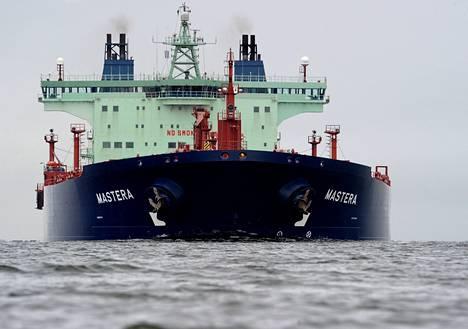 Huoltovarmuuskeskus on ostanut yhdessä vakuutusyhtiö Ilmarisen kanssa Nesteeltä viisi säiliölaivaa ja kolme hinaajaa turvatakseen energiahuollon ja sen vaatimat merikuljetukset. Mastera siirtyy uusien omistajien haltuun vuoden alusta alkaen. Maanantaina Mastera toi öljylastin Venäjältä Porvoon Kilpilahteen.