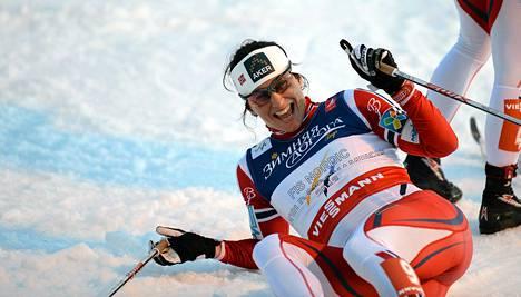 Marit Bjørgen juhli MM-kultaa torstaina.