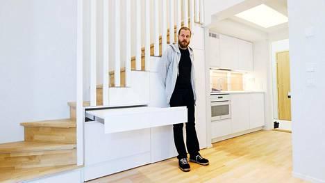 Janne Hakulisen uuden asunnon ruokapöytä on ulosvedettävä.