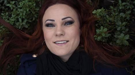 Mira Luoti on aloittanut musiikkiuransa 2000-luvun alussa.