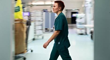 """Sairaanhoitaja Rayan Hämäläisen mukaan kaikista seksuaalisen häirinnän tilanteista ei voi lähteä pois. """"Aina ei auta mikään, vaan työ pitää tehdä samalla kun joutuu kuuntelemaan potilaita. Olen aika kärsivällinen ja rauhallinen ja välillä mietin, että osaanko sanoa asiasta tarpeeksi ponnekkaasti."""""""