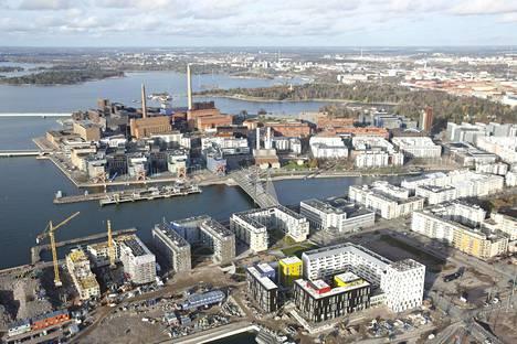 Kelluvaa hotellia suunnitellaan Lauttasaaren sillan ja Länsiväylän väliselle merialueelle.