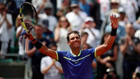 Rafael Nadal juhlii voittoaan Roberto Bautista Agutista Ranskan avoimissa.