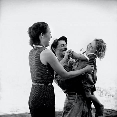 Kalastaja ja perhe. Kuuba, 1954.