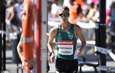 Veli-Matti Partanen on tilaston kärkinimiä 50 kilometrin kävelyssä.