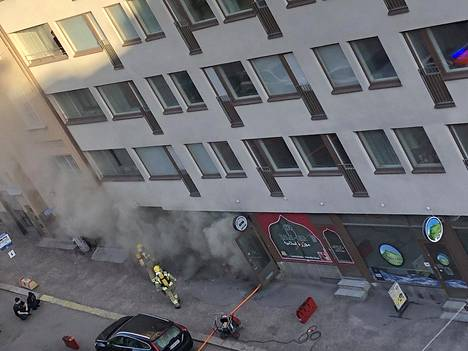 Palo aiheutti sankan savun kadulle perjantaina aamupäivällä.