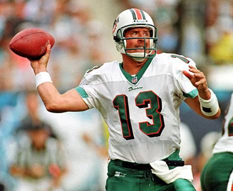 Dan Marino pelasi viimeistä kertaa ammattilaisena vuonna 1999. Nyt hän vaatii korvauksia päävammmoistaan NFL:tä.