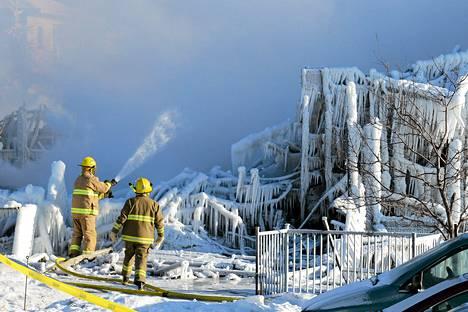 Kova pakkanen tekee pelastustöistä hankalaa Kanadassa.