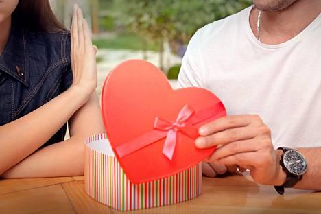 Tunnefobiassa ihmisen yhteys hyviin tunteisiin katkeaa ja väliin tulee lamauttavia tunteita, kuten häpeää ja pelkoa.