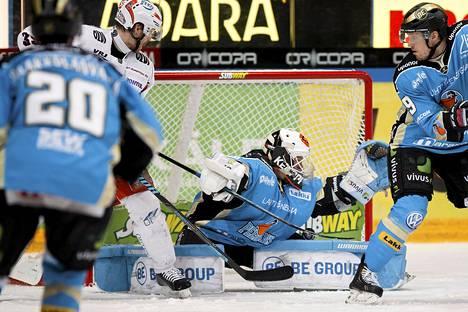 Jere Myllyniemi pysäytti päättyvällä kaudella kiekkoja Pelicansin maalilla.