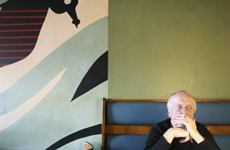 Seppo Vesterinen kuvattuna vuonna 2004 ravintola Sea Horsessa Helsingissä.