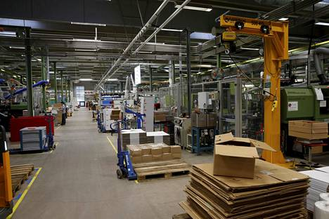 ABB:n tehtaalla Porvoossa valmistetaan sähköpistokkeita.