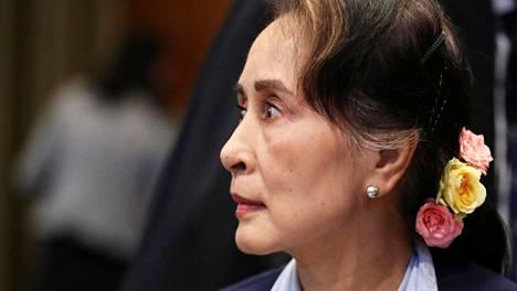 Aung San Suu Kyi Haagin kansainvälisessä tuomioistuimessa.