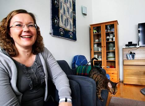 """""""En aio muuttaa täältä. Täällä on palvelut, ja Turkuun pääsee nopeasti"""", Marina Keskitalo sanoo."""