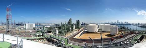 Nesteellä on uusiutuvaa dieseliä tekevä jalostamo Hollannissa Rotterdamin satama-alueella Maasvlakten tekoniemellä.