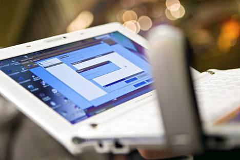 4g-verkkoa hyödyntäviä päätelaitteita, kuten puhelimia, ei ole vielä kaupan. Tietokone saadaan kytkettyä 4g-verkkoon mokkulalla eli nettitikulla.