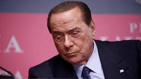 Italian entinen pääministeri Silvio Berlusconi. Kuva joulukuulta.