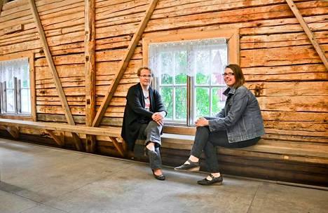 Niina Kiprianoff (oik) ja Riitta Alapiha odottavat ilolla uudistunutta Ruokamessujen ja Spelien yhteen liittoumaa. Hämes-Havusen tiloja ja piha-alueita kunnostetaan jo kovaa kyytiä elokuuta varten.