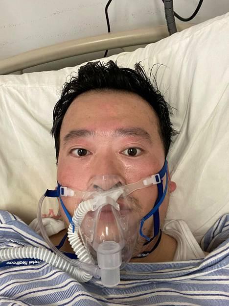 Potilaaltaan tartunnan saanut silmälääkäri Li Wenliang sairaalahoidossa 3. helmikuuta Hubein maakunnan pääkaupungissa Wuhanissa.