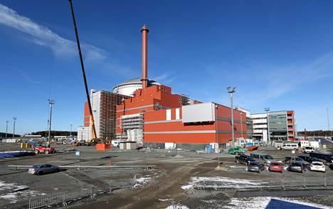 Teollisuuden Voima rakentaa uutta ydinvoimalaa Olkiluotoon. Tältä työmaa näytti keväällä 2014.