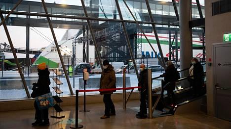 Tallinkin laivan matkustajia saapui Helsinkiin lokakuussa.