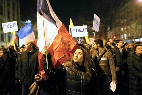 Ranskan juutalaisten opiskelijoiden yhdistys osallistui Toulousen uhrien muistokulkueeseen Pariisissa maanantai-iltana.