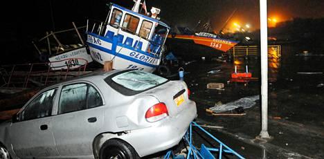 Maanjäristyksen aiheuttama hyökyaalto aiheutti tuhoja Iquiquen kaupungin satamassa keskiviikkona Pohjois-Chilessä.