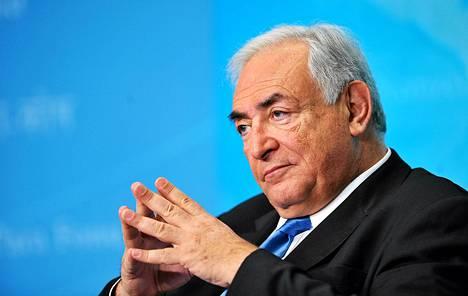 Dominique Strauss-Kahn jätti IMF:n johtajan työnsä, kun hotellisiivooja Nafissatou Diallo syytti häntä raiskauksen yrityksestä New Yorkissa.