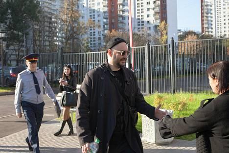 Ohjaaja Kirill Serebrennikov saapui oikeudenkäyntinsä valmisteluistuntoon Moskovassa viime viikon keskiviikkona.