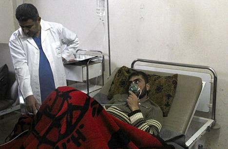 Syyrian hallintoa vastustava aktivisti oli huhtikuun 12. päivä sairaalahoidossa väitetyn kaasuiskun takia. Aktivistit ovat sanoneet presidentti Bashar al-Assadin joukkojen käyttäneen kemiallisia aseita huhtikuussa.