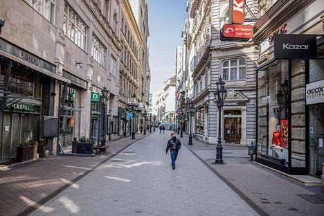 Budapestin autiota keskustaa koronavirusrajoitusten aikana 9. maaliskuuta.