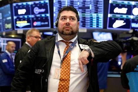 Osakkeiden välittäjiä työssään New Yorkin pörssissä tiistaina.