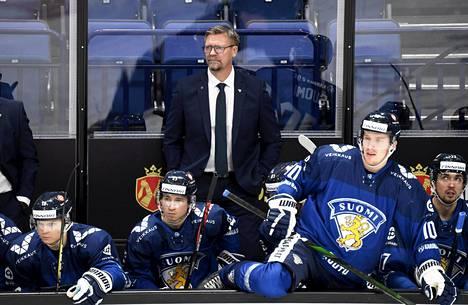 Päävalmentaja Jukka Jalonen valitsi 25 pelaajan joukkueensa tuleviin MM-kisoihin. Kuva Karjala-turnauksen Ruotsi-ottelusta marraskuulta 2020.