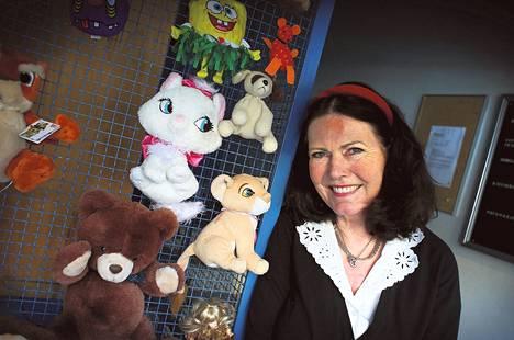 Tehtaankadun pehmoeläinrappu kuuluu lapsiperheiden päiväkävelyetappeihin. Rapussa asuvalla Juanita Adamsilla on näppinsä pelissä.