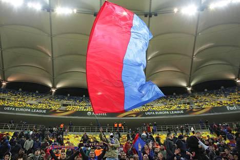 Steauan fanit saivat juhlittavaa ensi sekunneilla paikallisottelussa. Kuva Eurooppa liigasta.