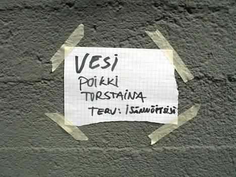 Seinään tai ilmoitustaululle teipattu lappu ei ole todellista viestintää.