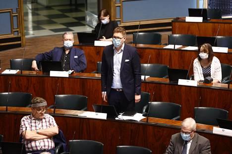Sdp:n ryhmäjohtaja Antti Lindtman puhui eduskunnassa perjantaina.
