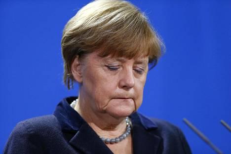 Saksan liittokansleri Angela Merkel aikoo keskustella maanantaina Turkin valtion johtajien kanssa pakolaistilanteesta.