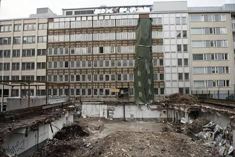 Entinen virastotalojen parkkihalli on purettu pois.