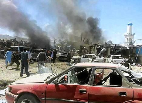 Autopommi tappoi liki yhdeksän kymmentä ihmistä Afganistanin Paktikassa.