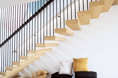 Kevyt portaikko toimii katseenvangitsijana kohteessa 27B.