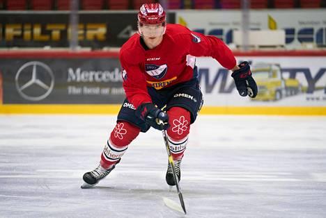 Anton Lundell on suomalaispelaajien ykkösnimi NHL:n tämän vuoden varaustilaisuudessa.