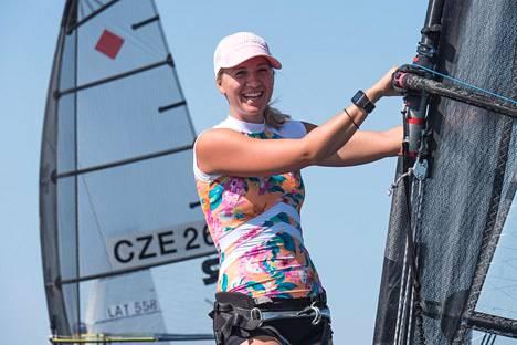 Aleksandra Blinnikka purjehti EM-kultaa.