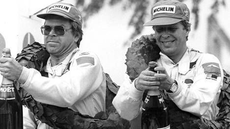 Hannu Mikkola ja kartanlukija Arne Hertz Jyväskylän suurajojen voittotunnelmissa vuonna 1983.