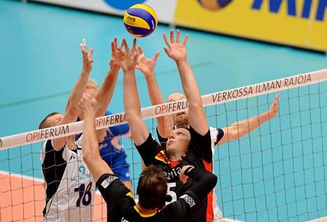 Suomi pystyi rytminvaihdokseen, mutta niukka tappio tuli silti. Kuva perjantain ottelusta.