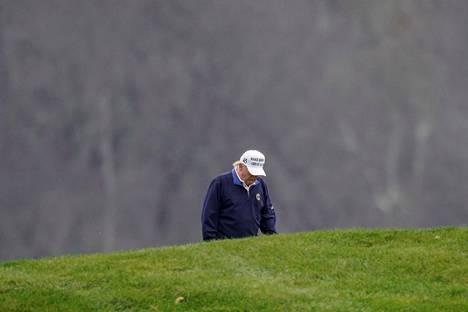 Presidentti Donald Trump pelasi golfia Trump National Golf Club -kentällä Virginian osavaltion Sterlingissä 15. marraskuuta.
