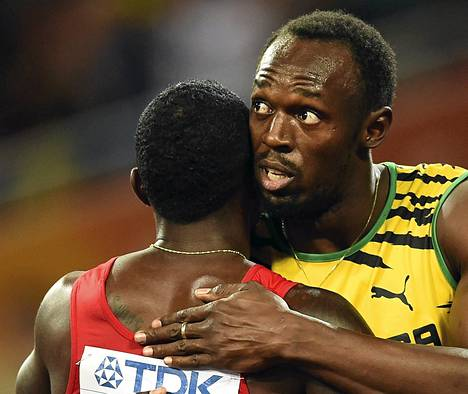 Hopealle jäänyt Yhdysvaltain Justin Gatlin halasi Jamaikan Usain Boltia miesten sadan metrin finaalin jälkeen Pekingin MM-kisoissa. Maailmanmestari Bolt peittosi Gatlinin yhdellä sadasosalla.