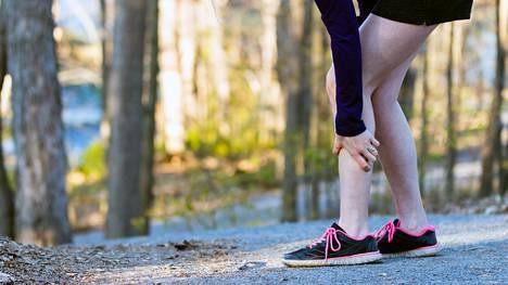 Lihaskramppi tarkoittaa lihasryhmän äkillistä supistumista. Monet kokevat saavansa magnesiumista apua kramppeihin.