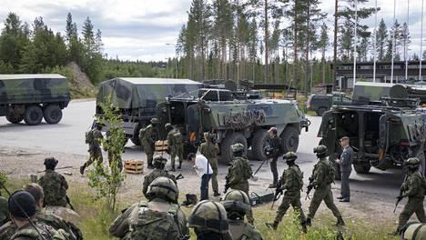 Puolustusvoimien uutta Taistelukenttä-elokuvaa kuvattiin eri puolilla Suomea usean vuoden ajan.